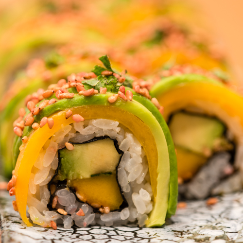 a sushi uramaki deluxe mangue avocat
